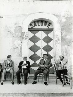 Sicilia (Lisetta Carmi)---I took a photo like this last in Mykonnos,Greece. Italia Vintage, Vintage Italy, Fotografie Portraits, Italian People, Italian Men, Classic Italian, Expo Milano 2015, Sicily Italy, Napoli Italy