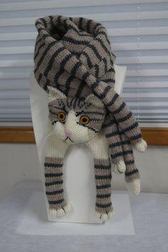 belle écharpe douce et chaude. tricot de laine très agréable pour la peau Tout le monde qui aime chat parfait Je peux tricoter spécial pour vous de couleurs fil taille envoyer un message à moi sur votre souhait, aussi si vous le souhaitez, je peux faire la copie de la votre chat  Tricot à la main longue écharpe de 60 pouces avec pied et 6 pouces de large chat de corps tricot comme tube. Cette écharpe n'est pas prête pour l'expédition, laissez-moi tricoter 2-3 jours    Couleurs réelles…