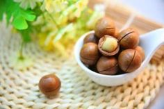 🌰 2 grams per cupMacadamia are a great source of MUFAs, or monounsaturated fatty acids. MUFAs have been associated with reduced belly fat and anti-inflammation, as well as lowering 'bad' LDL cholesterol and upping 'good' HDL. Healthy Food List, Healthy Soup Recipes, Healthy Foods, Health Tips, Health And Wellness, Health Fitness, Help Losing Weight, How To Lose Weight Fast, Weight Loss Soup