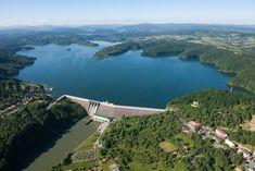 Ten betonowy kolos ma 664 m długości i 82 m wysokości i od 1968 roku poskramia bieszczadzkie morze - Zapora na Solinie. #Solina #Bieszczady #Podkarpacie #zapora #woda/# Poland #water #architecture #views
