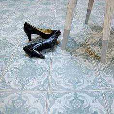 kvm Klinker FS vintagestil for kitchen 30s Fashion, Halle, Color Combos, Tile Floor, Tiles, Kitten Heels, Pumps, Flooring, Vintage