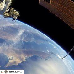#GPRepost#reposter#notetag @astro_luke_v via @GPRepostApp ======> @astro_luke_v:NASA astronaut Terry Virts (@astro_terry) took this breathtaking shot of Earth while conducting one of his numerous EVAs. Good night  #iss #internationalspacestation #earthfromspace #offtheearthfortheearth #nasa #csa #jaxa #esa #roscosmos
