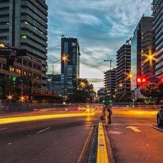 Te presentamos la selección: <<FOTO DEL DÍA>> en Caracas Entre Calles. Cuidado al cruzar ============================  F O T Ó G R A F O  >> @decionario << Visita su galería ============================ SELECCIÓN @mahenriquezm TAG #CCS_EntreCalles ================ Team: @ginamoca @luisrhostos @mahenriquezm @teresitacc @floriannabd ================ #Caracas #Venezuela #Increibleccs #Instavenezuela #GaleriaVzla #Hallazgosemanal #Ig_Venezuela #IgersMiranda #Great_Captures_Vzla #InstaloVenezuela…