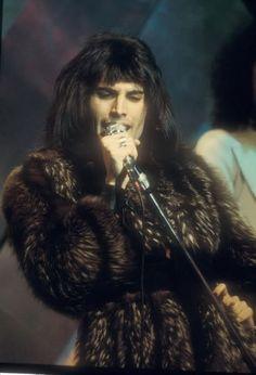I'm Going Slightly Mad 037 photo: Freddie Mercury. This photo was uploaded by Tennant_TARDIS