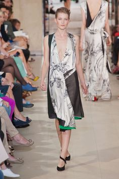 Green Winter    Bouchra Jarrar Fall 2012 Haute Couture Fashion.  More Flower & Roses Garden for Fall Winter 2012.  July 25th, 2012.