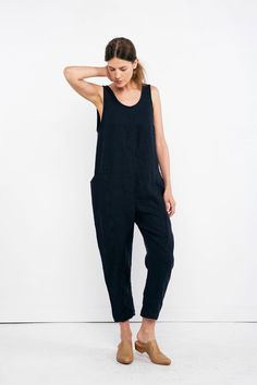 Clyde Jumpsuit in Midweight Linen – Elizabeth Suzann Maternity Jumpsuit, Jumpsuit Dress, Casual Chic Sommer, Boyfriend Jeans, Mom Jeans, Comfortable Winter Outfits, Jumpsuit Pattern, Mode Style, Sewing Clothes