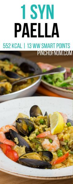 With summer fading fast, this slimming friendly Seafood Paella really brings a bit of Spanish sunshine to dinner time. Slimming World Paella, Slimming World Dinners, Slimming World Breakfast, Slimming World Diet, Slimming World Recipes, Prawn Recipes, Seafood Recipes, Healthy Eating Recipes, Cooking Recipes