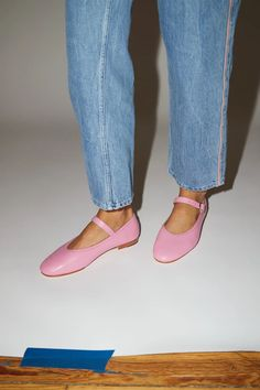 Low heel mary jane in bright pink, faux-crocodile leather. Details cow leather upper, lining and sole. Leather Clogs, Cow Leather, Clog Boots, No 6, New Fashion, Womens Fashion, Mary Jane Heels, Sock Shoes, Low Heels