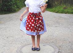 Roter Trachtenrock mit weißen Punkten für fesche Mädchen, Dirndlrock mit Tupfen für Kinder/ red girls' dirndl skirt with white polka dots by krabbelkee collection by Feenland via DaWanda.com