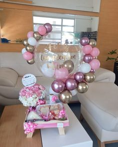 Birthday Decorations At Home, Balloon Decorations Party, Backdrop Decorations, Balloon Ideas, Minnie Mouse Cake Topper, Homemade Gift Baskets, Balloons Galore, Gender Reveal Decorations, Balloon Arrangements