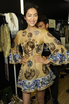Dolce & Gabbana Woman Runway Backstage Photo Gallery – Summer 2014