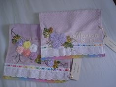 LOY HANDCRAFTS, TOWELS EMBROYDERED WITH SATIN RIBBON ROSES: Toalhas para Lavabo Personalizadas.