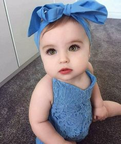 Super cute baby girl in her stylish blue outfit Cute Little Baby, Baby Kind, Pretty Baby, Baby Love, Baby Girl Blue Eyes, Baby Eyes, Cute Baby Girl Pictures, Baby Girl Images, Beautiful Children