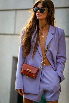 Fashion Week Milan: and if we were inspired by a street style to prick fashion ideas to adopt now Elle Purple Outfits, Colourful Outfits, Chic Outfits, Trendy Outfits, Fashion Outfits, Summer Outfits, Summer Fashion Trends, Fashion Week, Look Fashion