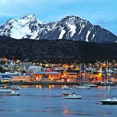 Ushuaia, justo en el fin del mundo, recostada sobre el canal Beagle rodeada de cerros cubiertos de bosques y glaciares, Ushuaia es el punto de inicio de infinitas actividades. Navegaciones por el canal Beagle visitando colonias de lobos marinos, cormoranes, pinguinos y fascinantes cruceros a los fiordos chilenos y la Antártica. Ingresá al link: http://www.garbarinoviajes.com.ar/ofertas/argentina #ushuaia #argentina #findelmundo #tierradelfuego #turismo #garbarinoviajes #viajes #viajar…