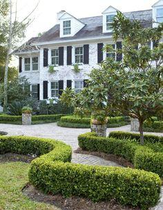 A Savannah Garden- Old South Tradition Meets a Riverside Home