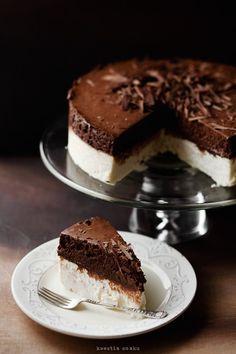 white and dark chocolate mousse cake Chocolate Mousse Cheesecake, Chocolate Desserts, Decadent Chocolate, Cake Chocolate, Food Cakes, Cupcake Cakes, Cupcakes, Cheesecake Recipes, Dessert Recipes