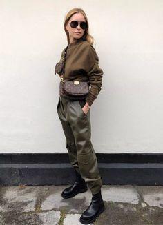 70s Fashion, Winter Fashion, Fashion Outfits, Paris Fashion, Fashion Boots, Mode Outfits, Casual Outfits, Ski Outfits, Mode Dope
