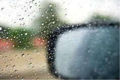Quando o vidro do carro embaça, usar flanela piora o problema: veja o que é certo fazer - Bolsa de Mulher