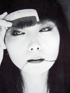 kurogami,kirenaga-no-me,manazashi (bobbed hair, almond-shaped eyes, and illusory gaze) model is Sayoko Yamaguchi:黒髪のおかっぱ頭と切れ長の目。モデルは山口小夜子さん