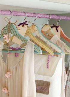 Perchas decoradas. Especial Primavera: 25 ideas que alegrarán tu casa · ElMueble.com · Escuela deco