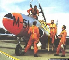 The Whiskey Four aerobatic display team was formed in 1956 at the RNLAF's Woensdrecht Air Base Gloster Meteor, Training School, Novelty Items, Shooting Stars, My Ride, Pilots, Military Aircraft, Airplanes, Whiskey