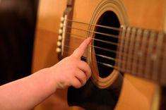 Aula de Violão para Iniciante / Como começar - Minerva Hobby - Amor Pela Música! Samba, Learning Theory, Music Instruments, Guitar, Wordpress, Board, 10 Day Challenge, Beginner Guitar Lessons, Song Notes