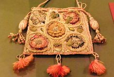 Sweet bag - from the late 1500s or early 1600s - with detached needlelace elements.