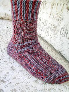 The first in a series of sock patterns inspired by characters from How I Met Your Mother. This one's for Ted. Ravelry: Fiasco pattern by Alicia Landi Crochet Socks, Knitting Socks, Knit Crochet, Weaving Patterns, Knitting Patterns, Ted Mosby, How I Met Your Mother, One Color, Colour
