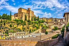 Here is our Siena Travel Guide, where you will find what to see and do in Siena, Tuscany. A town famous for its Palio horse race and more attraction! Enjoy our Siena Travel Guide. Italy Tourism, Italy Travel, Travel Tourism, Best Romantic Getaways, Places To Travel, Places To Visit, Italy Holidays, Excursion, The Beautiful Country