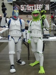 In honor of Jim Henson's birthday, these stormtroopers paid homage to their favorite Muppets with these hilarious modifications to their armor while attending Detroit Fanfare!