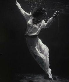 Fashion model underwater in dolphin tank, Marineland, Florida,1939. photo Toni Frissell