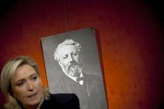 «Nous sommes grégaires», revendique Marine Le Pen en meeting