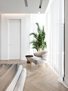 Home interior Design Videos Living Room Hanging Plants Link – Right here are the best pins around Coastal Home interior! Decor Interior Design, Room Interior, Top Interior Designers, Modern Interior, Home Bedroom, Bedroom Decor, Entryway Decor, Entryway Lighting, Modern Entryway