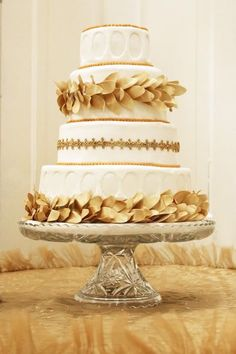 White with gold cake Greek Wedding, Grecian Wedding, Civil Wedding, Greek Cake, Amazing Wedding Cakes, Gold Cake, Wedding Cake Inspiration, Occasion Cakes, Fancy Cakes