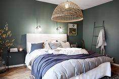 Most Popular Green Bedroom Design Ideas 33 Green Bedroom Design, Green Master Bedroom, Master Bedroom Design, Home Bedroom, Bedroom Ideas, Bedroom Decor, Room Interior, Interior Design, Nordic Interior