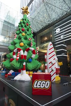 The giant LEGO tree in the Pitt Street mall in Sydney for the tall tree has over bricks, weights close to 4 tons and took us 1200 hours to build. Christmas Tree 2014, Xmas Tree, Christmas Ornaments, Legos, Diy Xmas, Christmas Mosaics, Lego Pictures, Lego Craft, Lego Worlds