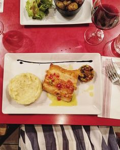 Trucha del País Vasco con su purecito y su ratatouille. Una delicia.  #trucha #foodies #instafood #igersaquitaine @trinquetsaintandre