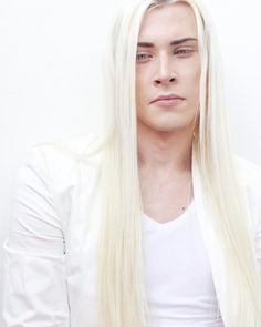 A post from It seems that hiding a lot of funny material. Well well well 😏sooo it's GRUMPY ME lol. White Hair Men, Long White Hair, Ai No Kusabi, Pretty Men, Androgynous, Hair Inspo, Character Inspiration, Portrait Photography, Beautiful People