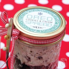 Do you LOVE Oreo's.if you answered yes.you will love this delicious Oreo Cookies & Cream Spread Mason Jar Gift.great recipe plus! Mason Jars, Mason Jar Gifts, Christmas Jars, Diy Christmas Gifts, Christmas Ideas, Holiday Gifts, Christmas Things, Plain Cookies, Cookies And Cream