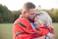 Christmas Session, winter portraits, couple pose, blanket | Samantha Laffoon Photography