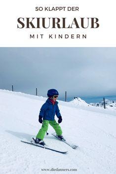 Skiurlaub mit Kindern...ganz entspannt. Gibts nicht? Gibts doch, sagen wir. So gelingt der Winterurlaub mit kleinen Kindern ganz bestimmt! #skiing #urlaubmitkind #winterurlaub Skiing, Travelling With Toddlers, Dog Travel, Traveling With Baby, Winter Vacations, Ski