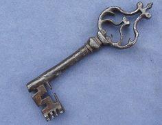 Very RARE Wrought Iron Gothic 15th Century Key - stephen wilson