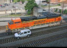 RailPictures.Net Photo: BNSF Railway EMD SD70ACe at Williamson, West Virginia by J.B. Lockard Diesel Locomotive, Steam Locomotive, Lionel Trains Layout, Bnsf Railway, Burlington Northern, Railroad Photography, Rail Car, Rolling Stock, Train Layouts