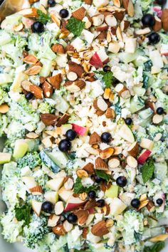 Broccolisalat med æble og græsk yoghurt Broccoli salad with apple and Greek yogurt Salad Menu, Salad Dishes, Veggie Recipes, Salad Recipes, Healthy Recipes, Crab Stuffed Avocado, Helathy Food, Cottage Cheese Salad, Mango Salat
