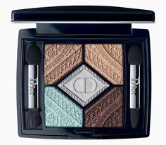 Lace Eiffel Tower in the fall collection of makeup Dior Skyline, Buro 24/7