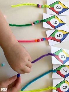 Kite Themed Preschool Math - Teach Beside Me Preschoolers love to do counting activities. This kite themed preschool math activity is lots of fun for little ones learning to count! They get to add the tails to the kites and count the number Preschool Learning Activities, Teaching Math, Preschool Activities, Kids Learning, Teaching Numbers, Graphing Activities, Math Numbers, Montessori Math, Back To School Activities Ks1