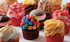 Quer chamar os amigos e amigas pra um café bacana na sua casa? Experimente essa receita bacana de cupcake que é uma delícia e muito fácil de fazer!  Uma r