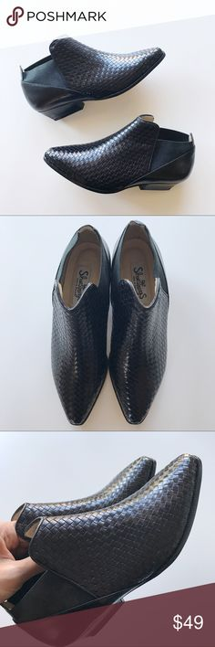 NWOB Genuine Leather Woven Ankle Boots / Booties Shoestrings Genuine Leather Woven Ankle Boots / Booties *Size US 6 *Pointy toe / Genuine leather upper and soles / woven leather body *New without a box. Might have few minor scratches due to storage. *No trade Shoestrings Shoes Ankle Boots & Booties