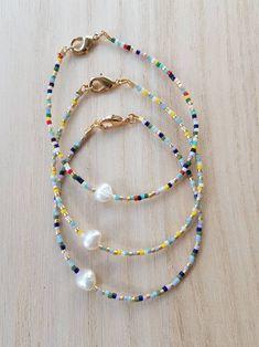 Dainty Bracelets, Seed Bead Bracelets, Gemstone Bracelets, Seed Beads, Jewelry Bracelets, Freshwater Pearl Bracelet, White Freshwater Pearl, Diy Necklace, Beaded Necklaces